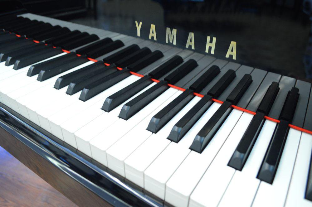magasin de pianos de collection avignon vente de pianos d 39 occasion piano pulsion. Black Bedroom Furniture Sets. Home Design Ideas